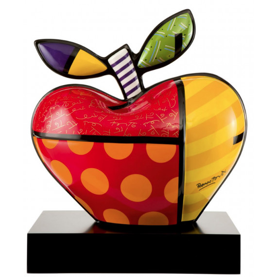 The giant apple -sculpture-romero-britto